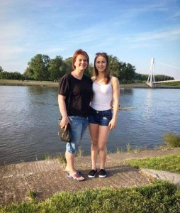 Veronika Cenková se svojí maminkou a trenérkou v jedné osobě. Zdroj: Facebook TJ Sokol Moravská Ostrava