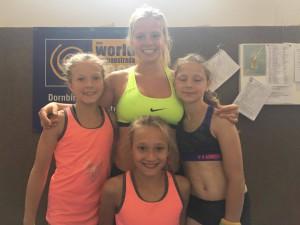 Trenérka Kristýna se svými svěřenkyněmi.